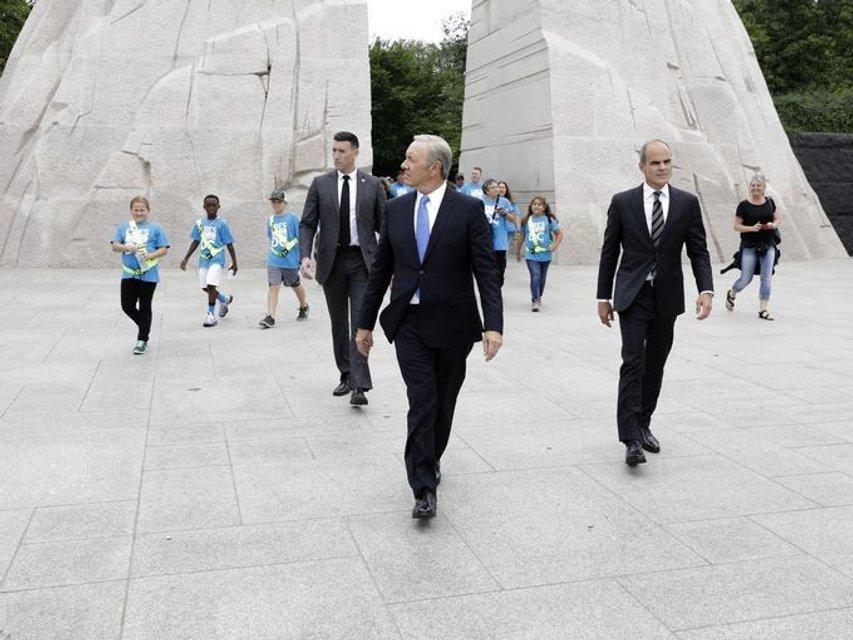 Бывший фотограф Обамы теперь работает на Френка Андервуда - фото 47846