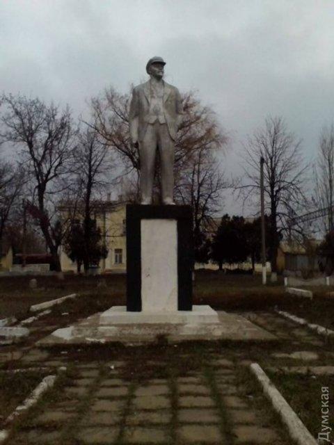Последний из могикан. В Одесской области обнаружили памятник Ленину - фото 45278