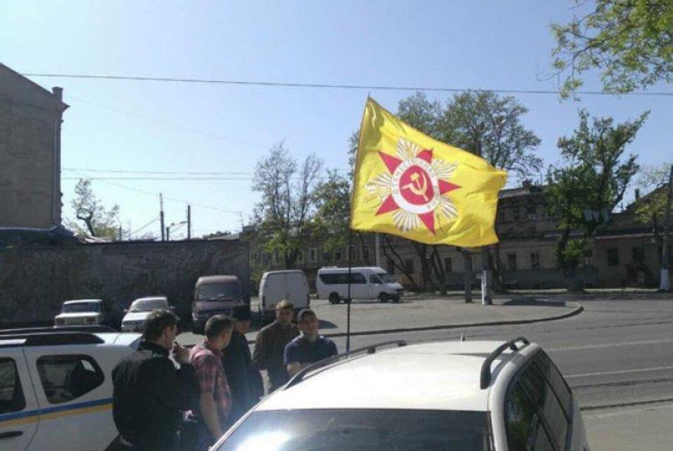 В Одессе задержали иностранный автомобиль с советской символикой - фото 45561