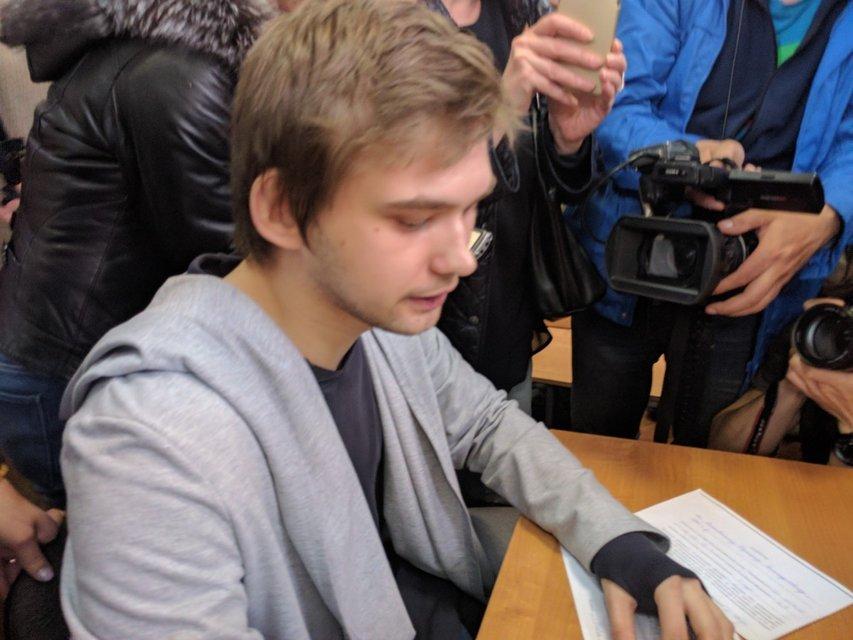 """Российский суд приговорил """"ловца покемонов"""" к 3,5 годам условно и обязательным работам - фото 45981"""