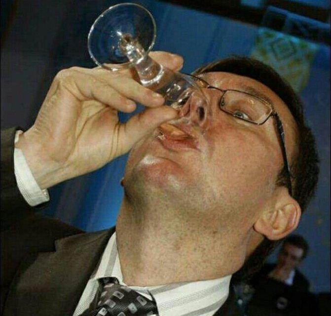 Семь политиков, которые отличились пьяными выходками - фото 45295