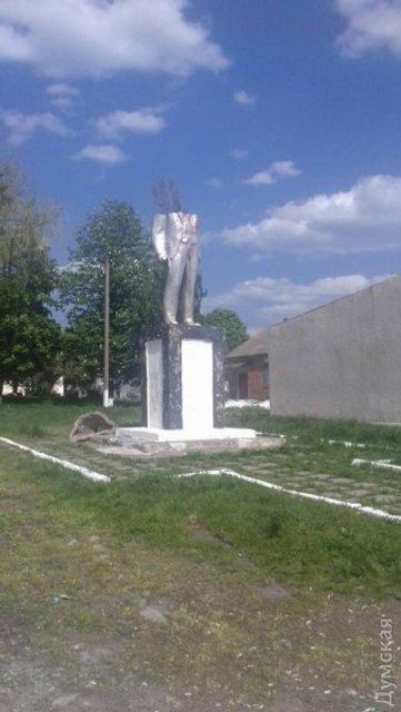 Последний из могикан. В Одесской области обнаружили памятник Ленину - фото 45277