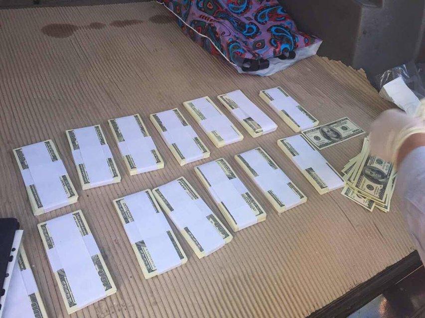 Сотрудник НАБУ вымогал от предпринимателя взятку в $300 тысяч - фото 47434