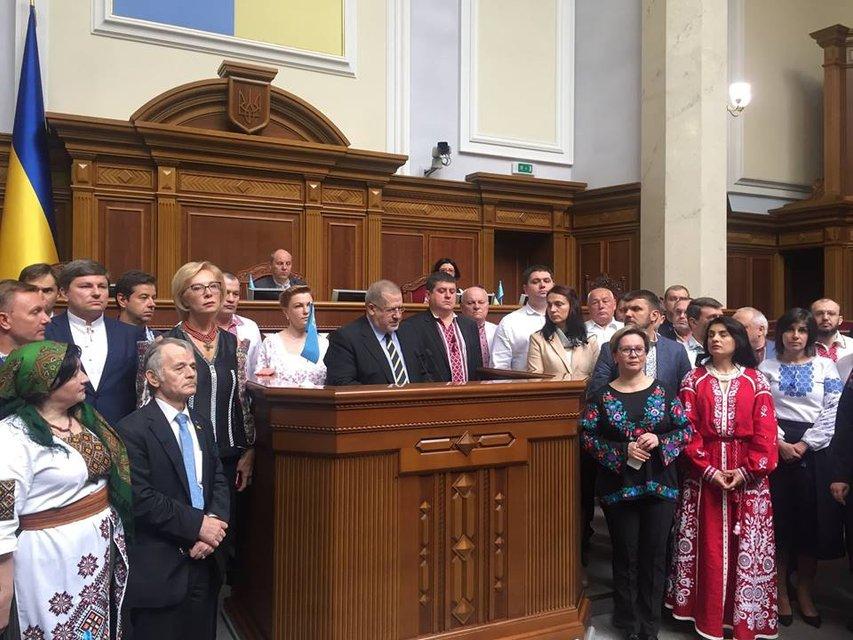 Украинские депутаты объединились в поддержку крымских татар - фото 47122