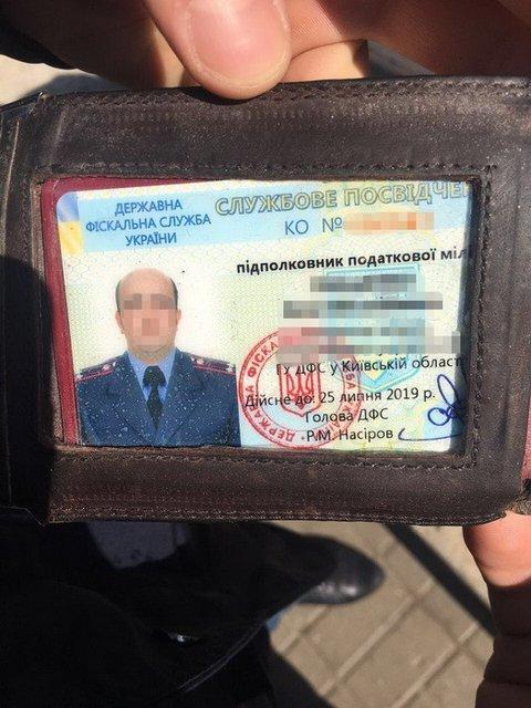 Начальник отдела ГФС в Киевской области попался на взятке в 400 тысяч гривен - фото 46349