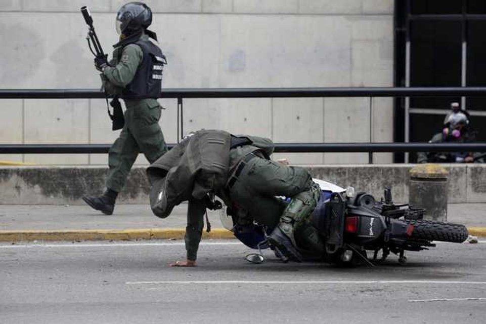 В Венесуэле в ходе массовых протестов погибли десятки людей - фото 44984