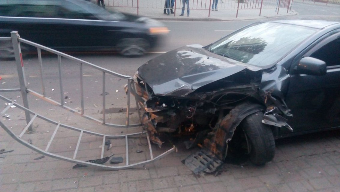 Активист: В Ивано-Франковске пьяный сын экс-депутата устроил ДТП - фото 46690