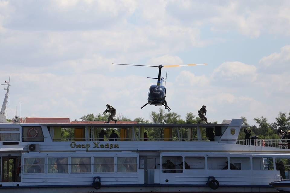 В Киеве запустили речную полицию, на очереди еще 8 областей - фото 47339