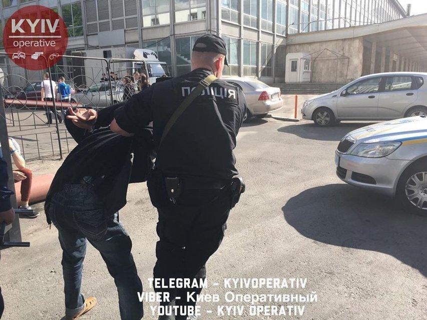 Стрельба в супермаркете Киева: появились фото и видео - фото 45465