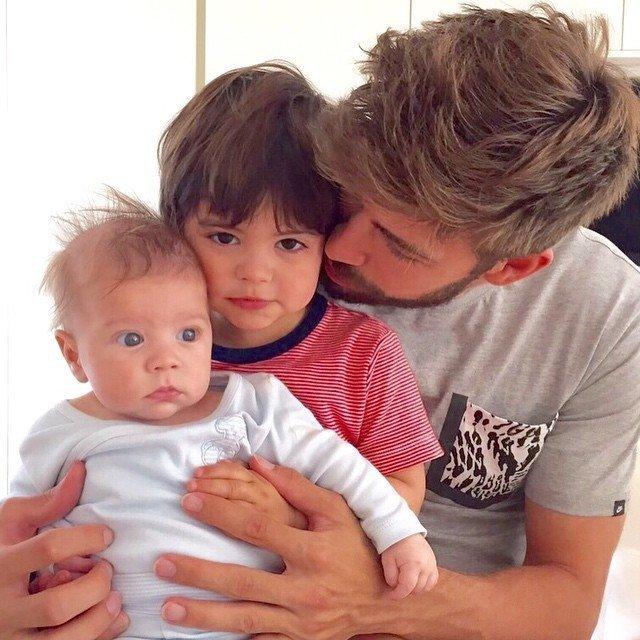 Жерар Пике прекрасный отец - фото 48366