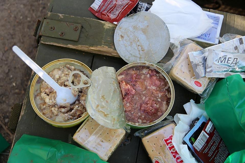 После зубов в консервах Штаб АТО показал, чем питаются военные - фото 45461