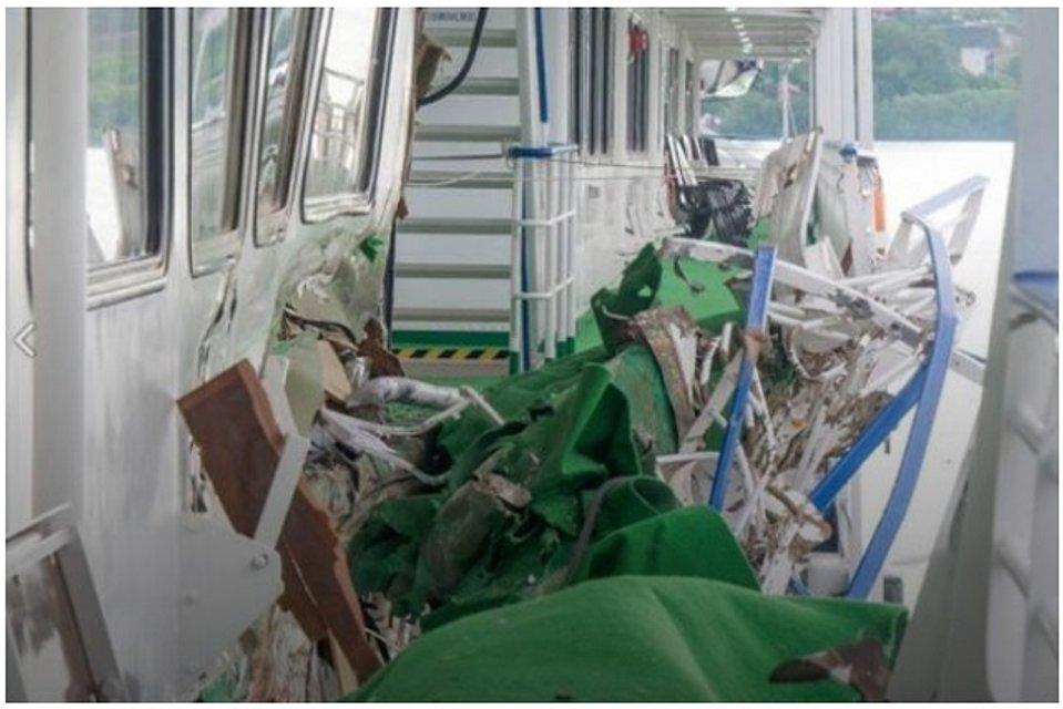 На Дунае столкнулись украинские баржа и пассажирский теплоход - фото 45352