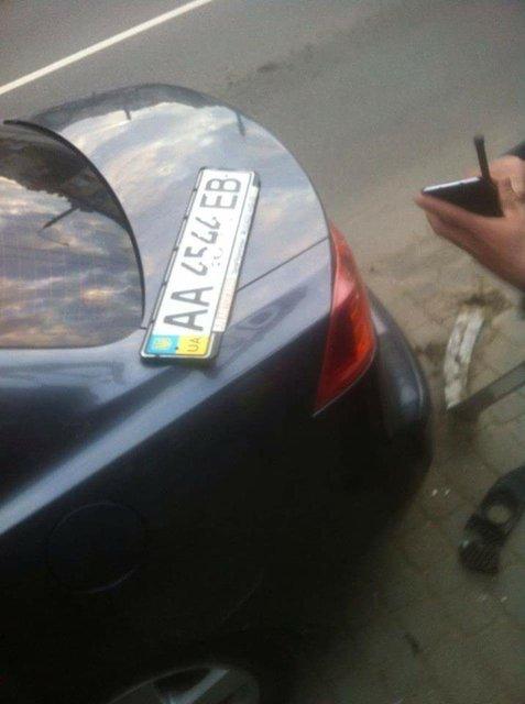 Активист: В Ивано-Франковске пьяный сын экс-депутата устроил ДТП - фото 46691