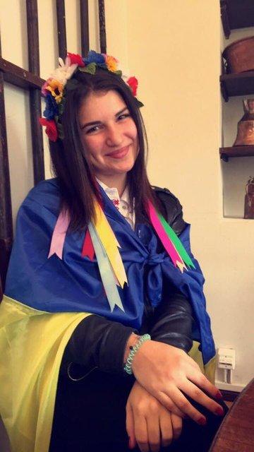 Ольга Кононенко в украинских цветах - фото 45298