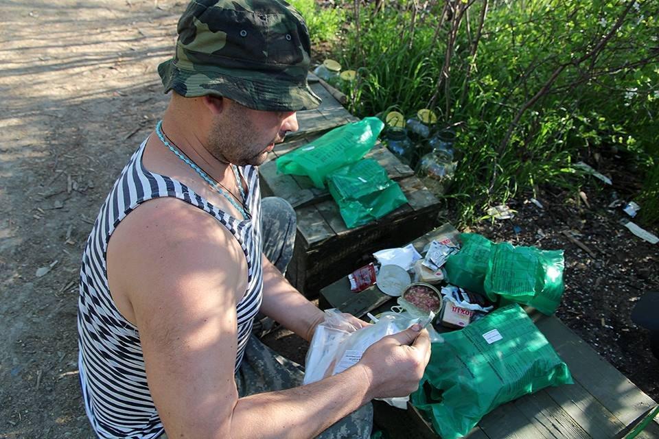 После зубов в консервах Штаб АТО показал, чем питаются военные - фото 45460