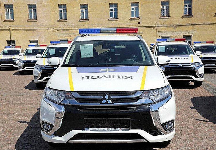"""Уже не """"Приусы"""": Япония передала полицейским 635 новеньких внедорожников - фото 48175"""