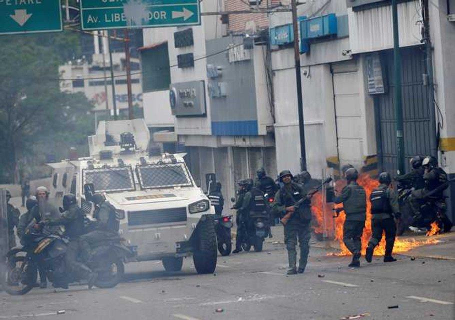 В Венесуэле в ходе массовых протестов погибли десятки людей - фото 44982