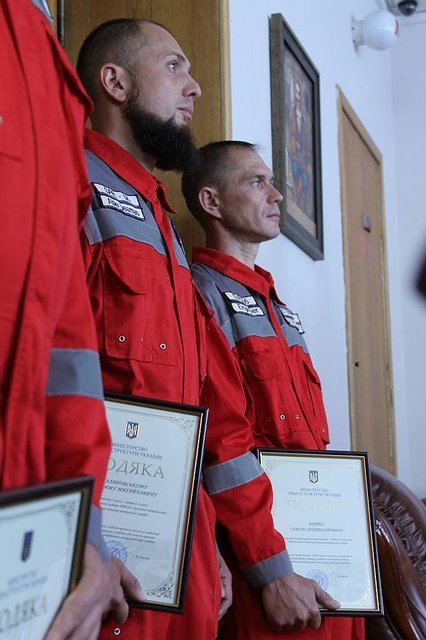 Экипаж украинского катера наградили за отпор кораблю РФ - фото 46318