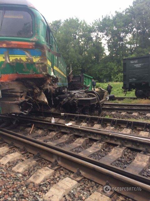 Столкновение поездов в Хмельницкой области: пострадали дети - фото 48357