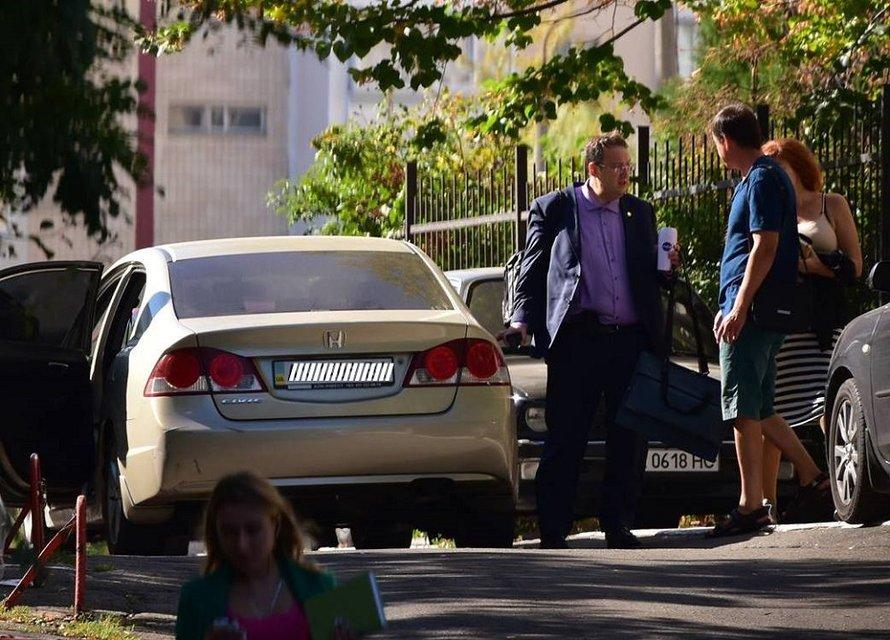 После покушения Геращенко приобрел бронированное авто - фото 47910