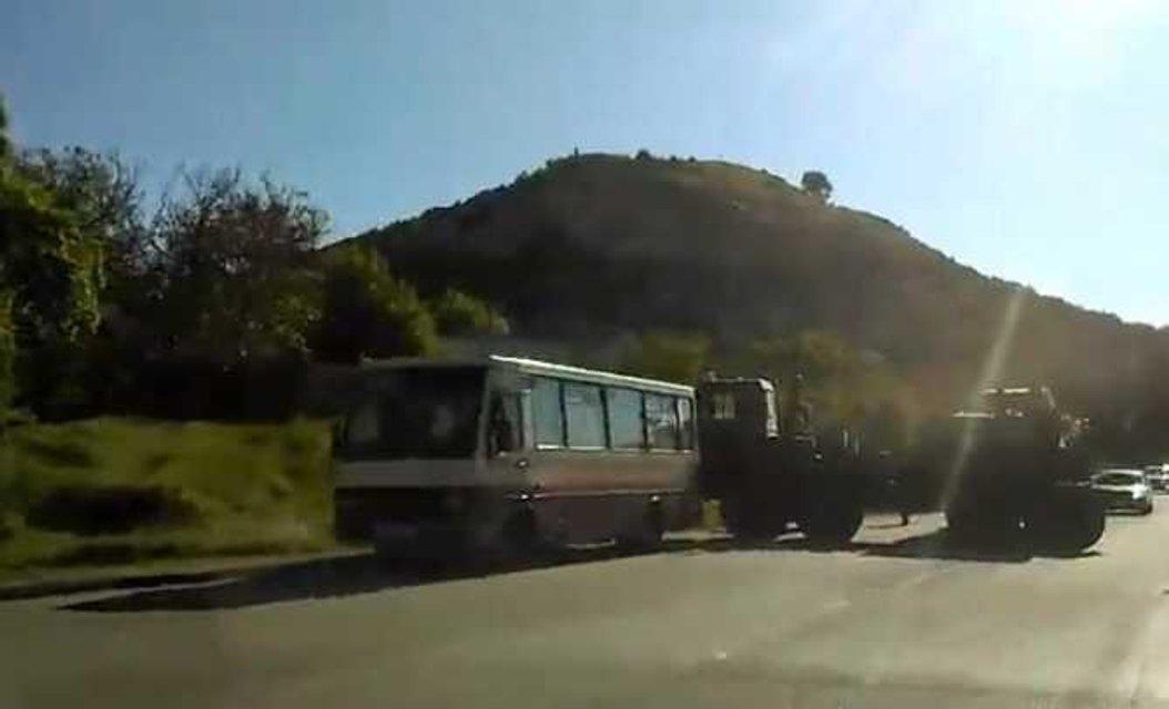 Милитаризация в действии: под Симферополем грузовик оккупантов протаранил автобус с людьми - фото 46159