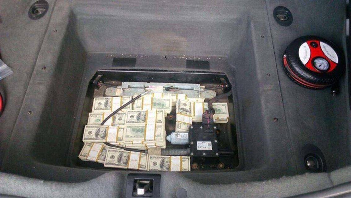 Сын украинского экс-чиновника в Мазерати вез $400 тысяч контрабандой - фото 44741