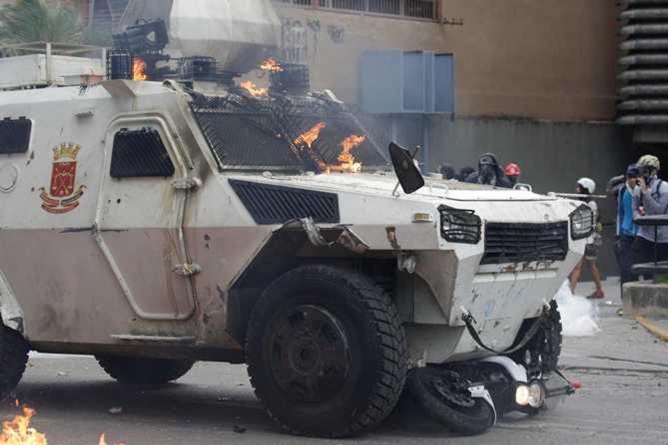 В Венесуэле в ходе массовых протестов погибли десятки людей - фото 44983