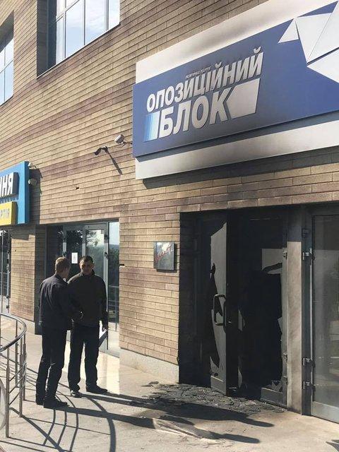 """После избиения ветеранов АТО в Днепре сожгли офис """"Оппоблока"""" - фото 45950"""