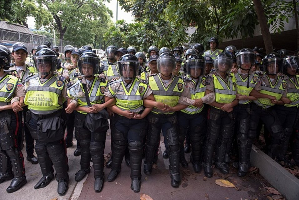 Венесуэльский Беркут ждет приказа - фото 45056
