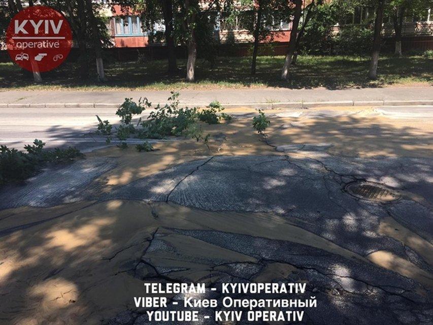 Масштабный прорыв водопровода в Киеве. Целый микрорайон остался без воды - фото 52280