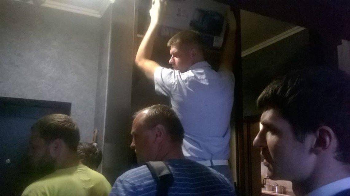 """В доме главреда """"Страна.ua"""" Гужвы проходит обыск - фото 53591"""