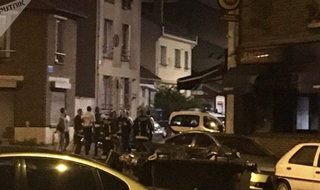 Парижский ресторан подожгли коктейлем Молотова, 12 человек пострадало - фото 51089