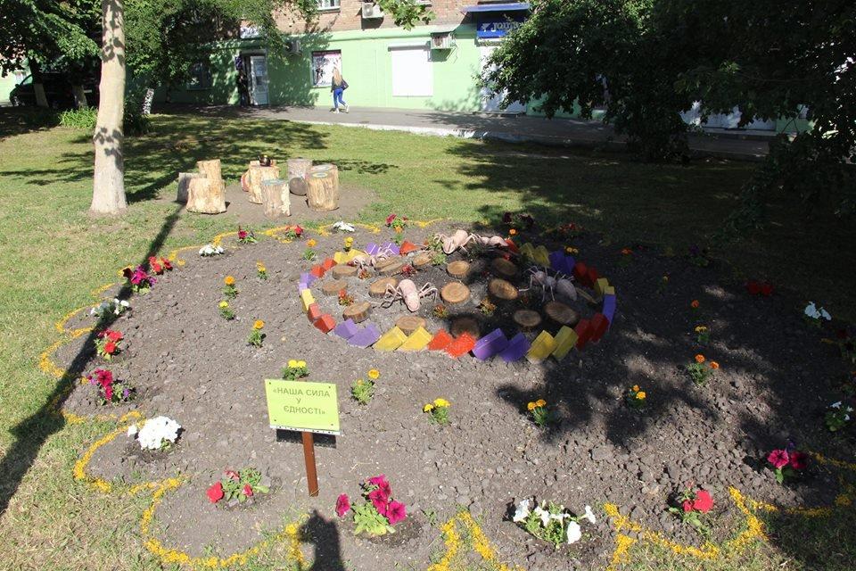 Треш-клумбы. В Печерском районе Киева провели невероятный конкурс по благоустройству - фото 49902