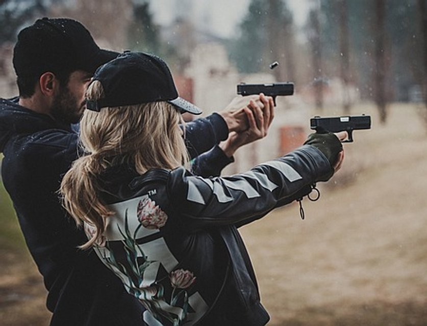 """Новый клип Лободы """"Случайная"""": охранник певицы убивает навязчивого журналиста - фото 51704"""
