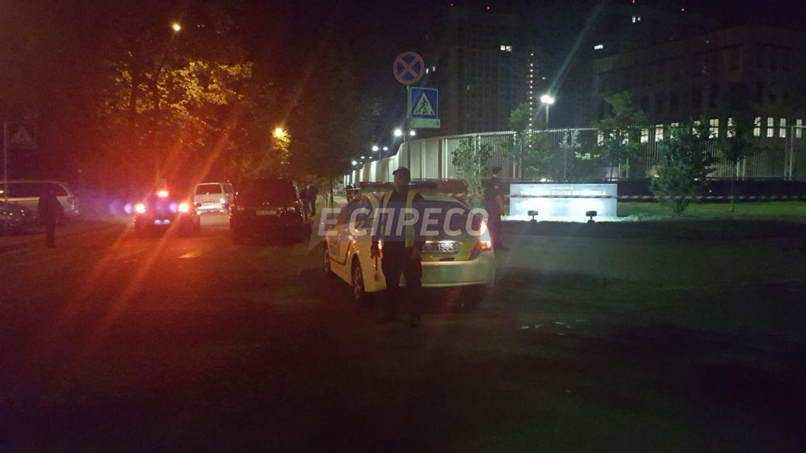 В Киеве прогремел взрыв на территории посольства США - фото 50251