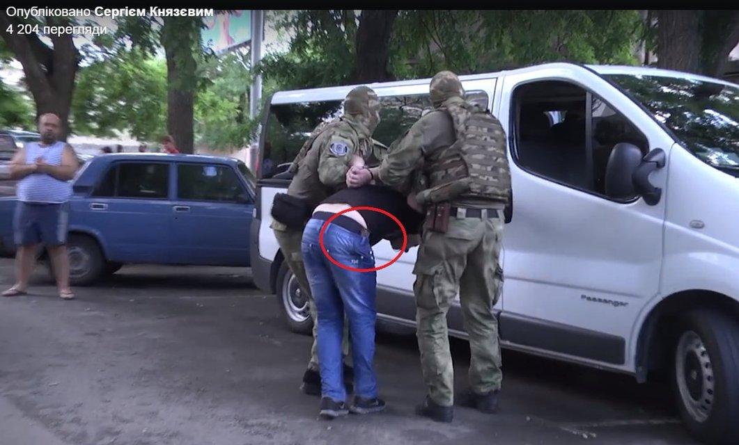 Князев показал, как спецназовцы забыли разоружить задержанного бандита - фото 52796
