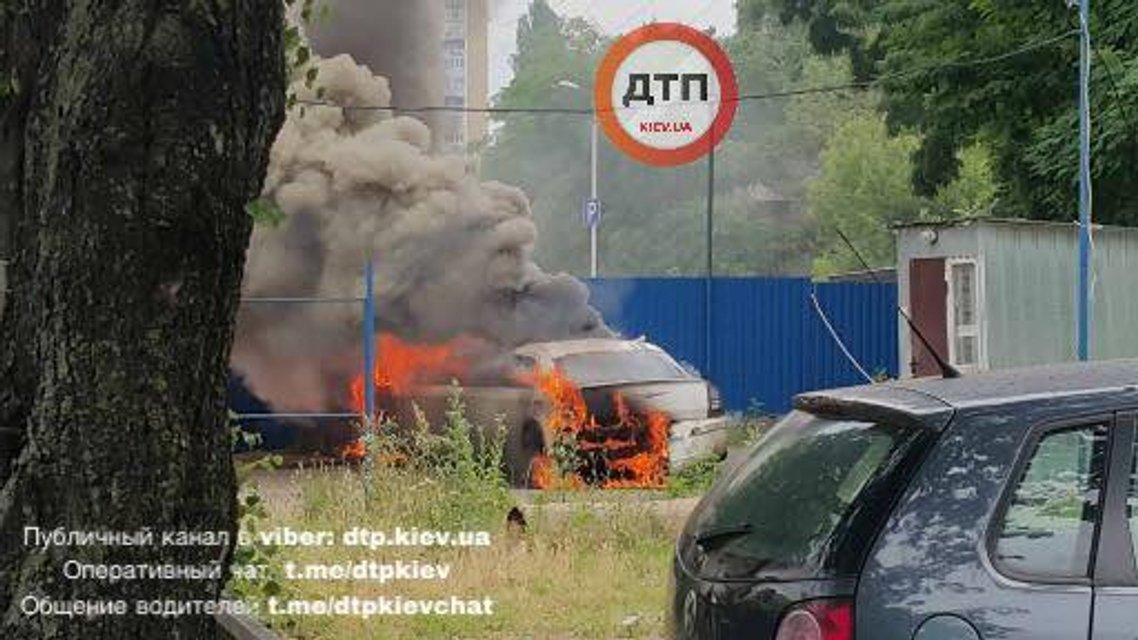В Киеве взорвался лимузин - фото 54150