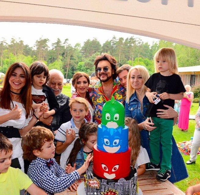 Киркоров с детьми - фото 54912
