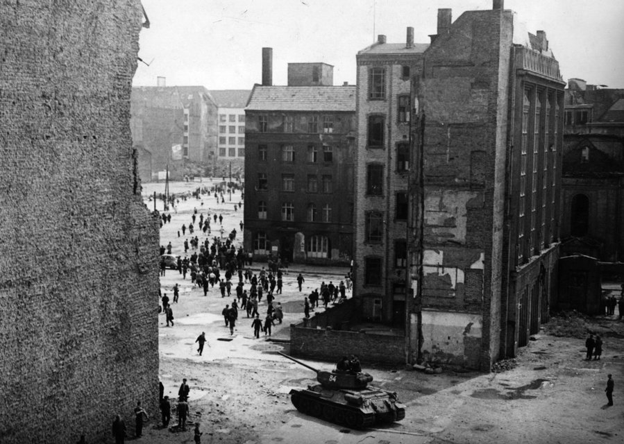 Советские танки на улицах Берлина. Июнь 1953 - фото 52121