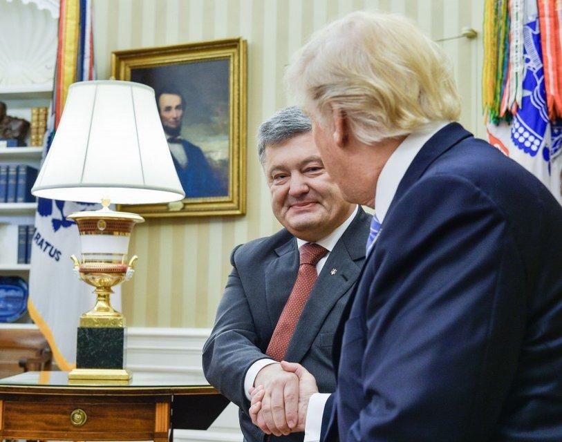 Появилось видео со встречи Трампа и Порошенко - фото 52720
