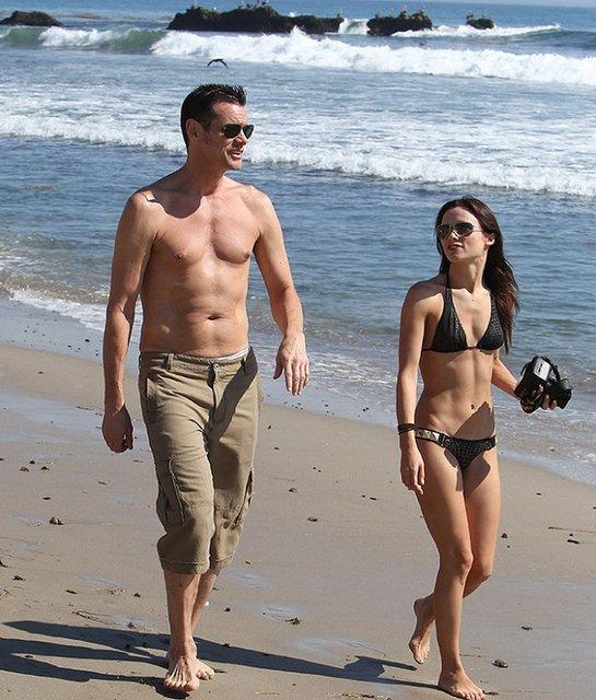 Джим Керри и Катриона Уайт на пляже в Малибу - фото 54569