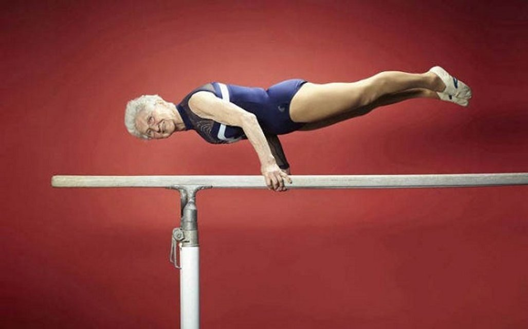 91-летняя гимнастка взорвала Youtubе невероятными кульбитами - фото 53307