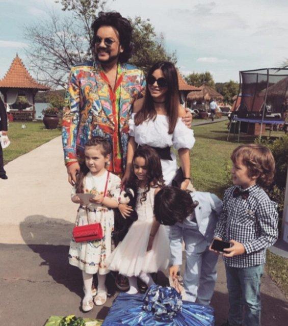 Ани Лорак с Киркоровым и детьми - фото 54914