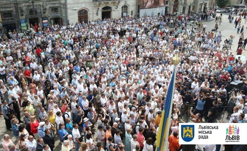 Около 5 тысяч пришли на вече - фото 53955