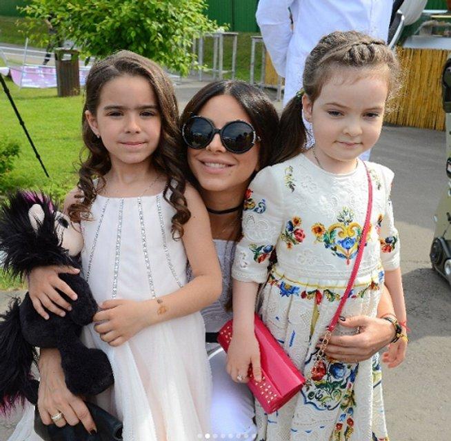 Ани Лорак с дочерью Софией и Аллой-Викторией Киркоровой - фото 54909