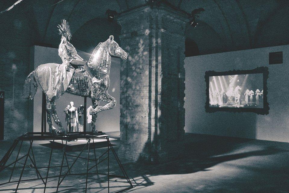 Маленькая копия сценического коня Поляковой - фото 53231