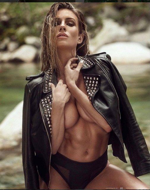 Фитнес-модель Пейдж Хэтэуэй оголила грудь - фото 52077