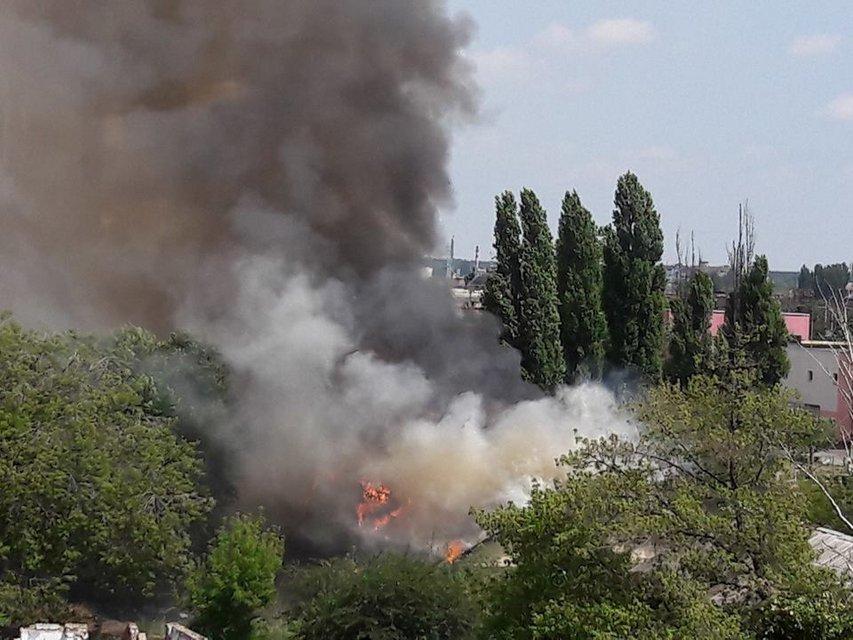 В Киеве на Левом берегу вспыхнул пожар в частных домах - фото 53829