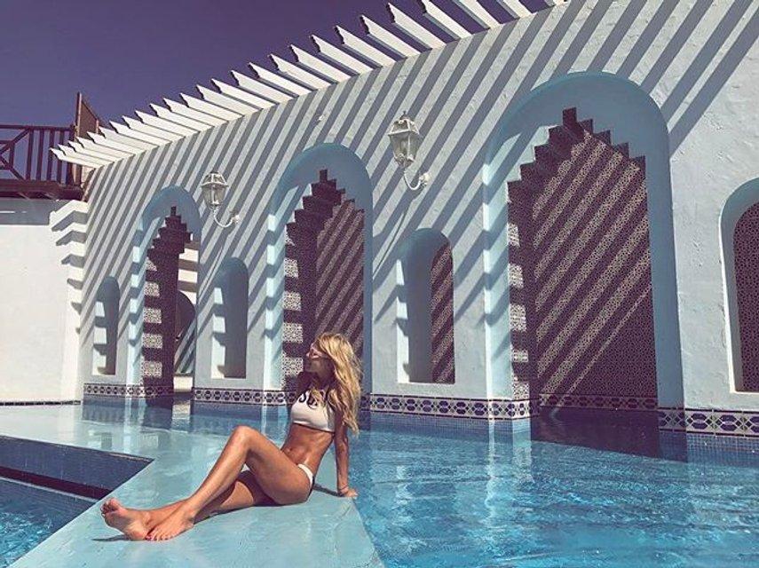 Кузнецова покоряет Тунис в соблазнительном купальнике - фото 52943
