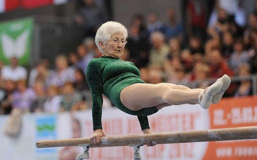 91-летняя гимнастка взорвала Youtubе невероятными кульбитами - фото 53305